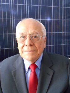 En la imagen, Luciano Ángel Estevez, director general de Estevezbook y consultor de sistemas fotovoltaicos.