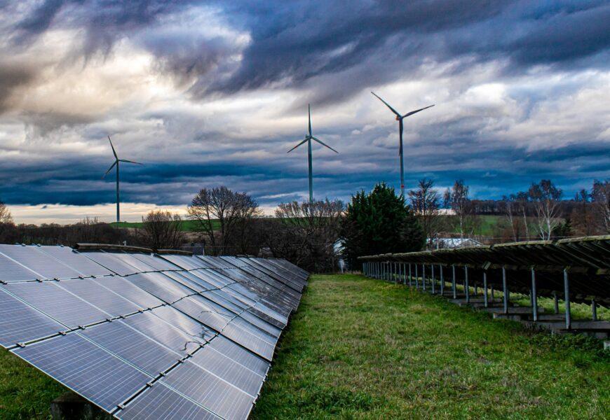 Descarbonización energética. Ecosocialismo burgués. Green New Deal. Ideología, falsas soluciones, soluciones necesarias. - Página 7 Renovables-e%C3%B3lico-solar-870x600